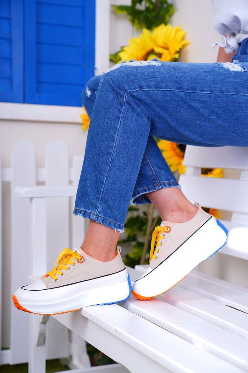 Bağcıklı Bej Spor Ayakkabı
