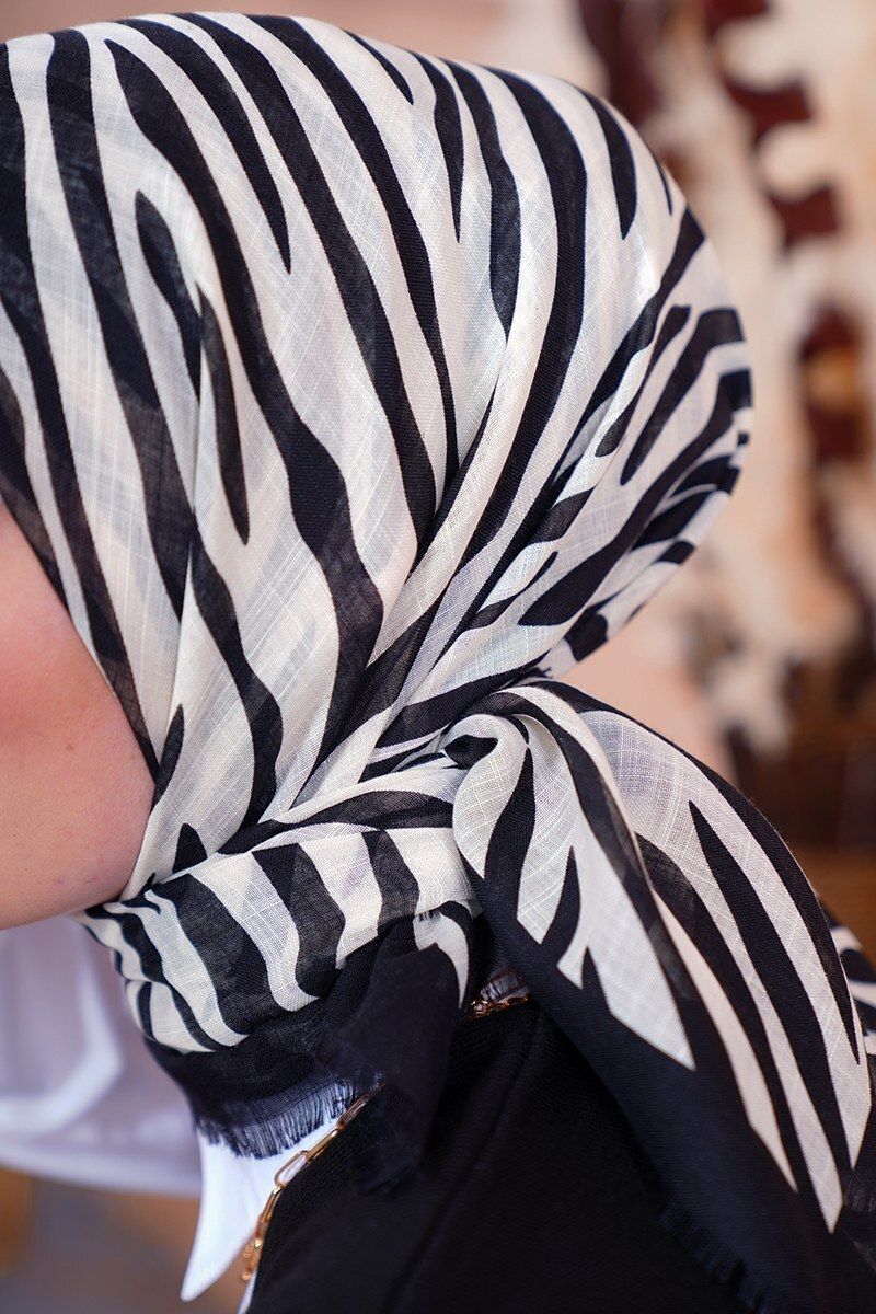 Black White Serisi Zebra Desenli Siyah Eşarp
