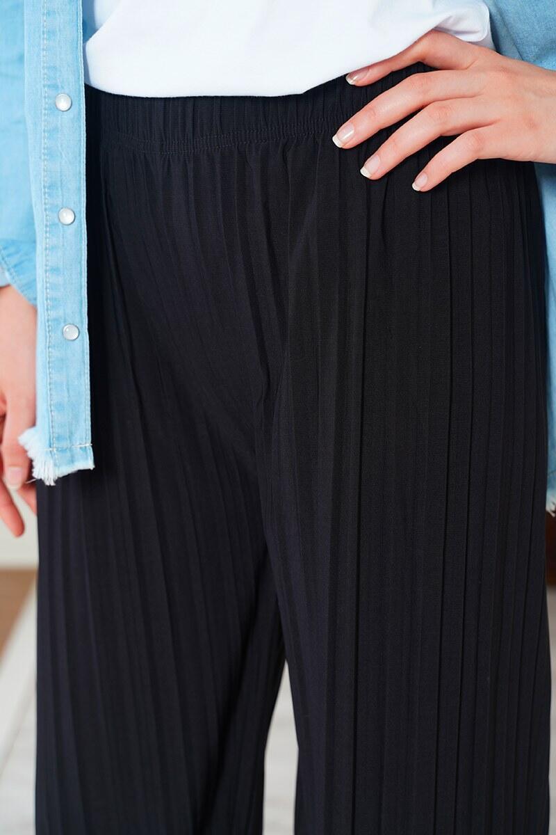 Piliseli Lazer Kesim Siyah Pantolon
