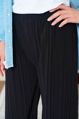 Piliseli Lazer Kesim Siyah Pantolon - Thumbnail
