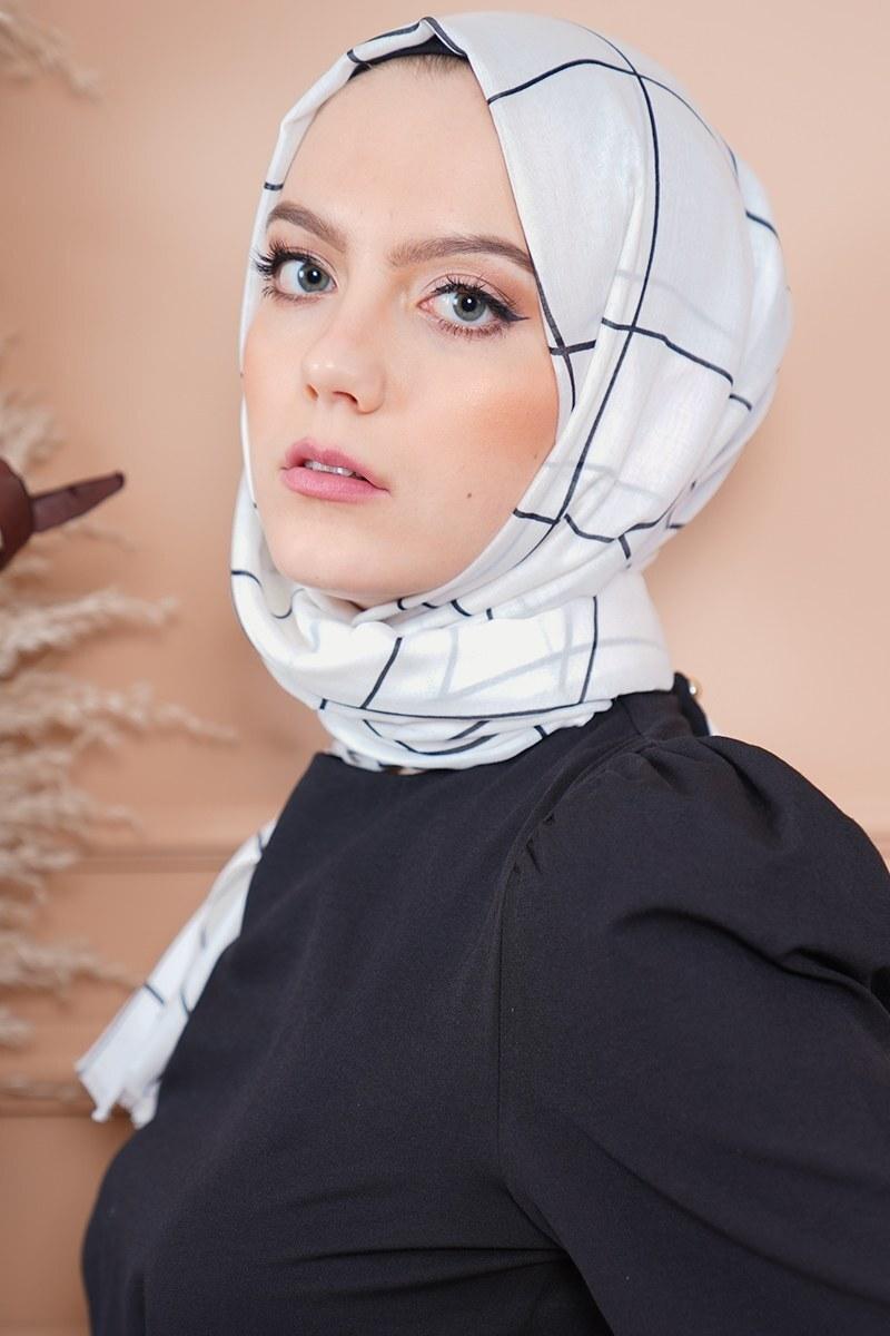 Black White Serisi Macide Şal